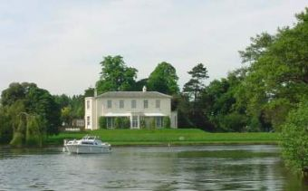 The river thames guide cruise views cruise sightseeing for Marlow manor