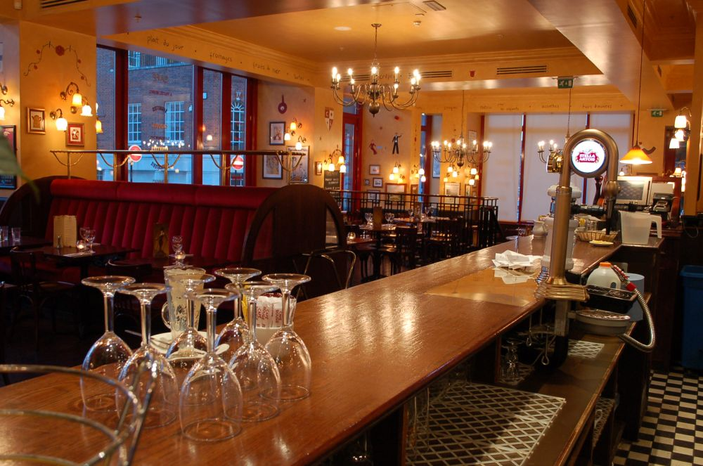 The River Thames Guide Eating And Drinking Cafe Rouge
